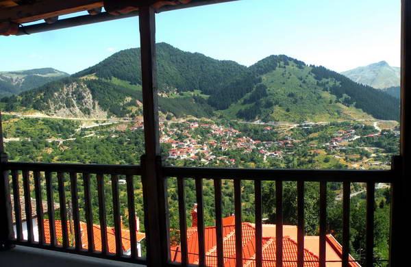 שוויץ של יוון, גגות רעפים אדומים בכפר מצובו שבהרי פינדוס