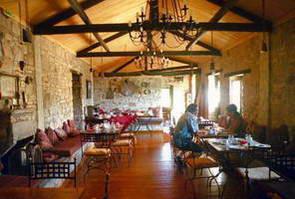 מלון כפרי בכפר קוסטיצי, בריכה קטנה ואוכל ביתי נהדר