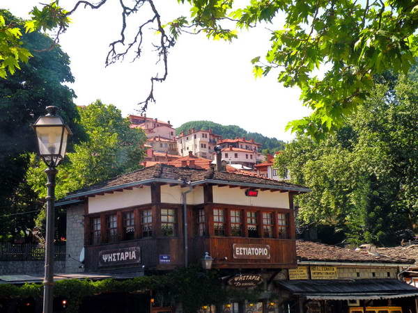 מרכז הכפר מצובו, יוון