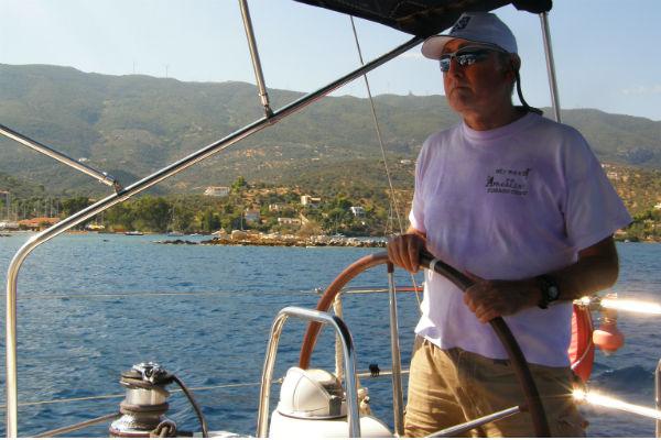 להפליג על יאכטה ביוון