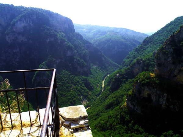 קניון ויקוס, תצפית ממנזר אגיה פאראסקווי