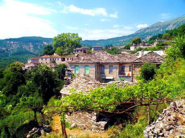 מראות אלפיניים בכפר מיקרו פפינגו, חבל זגוריה