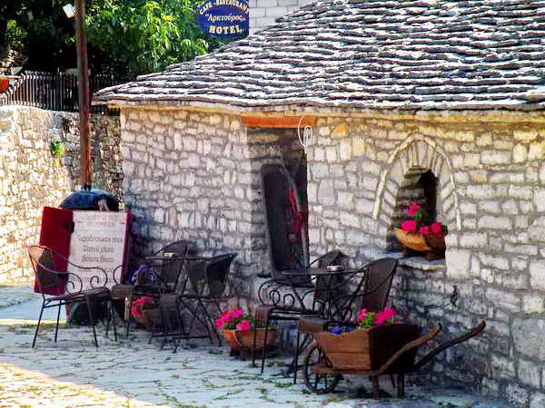 מרכז הכפר מונודנדרי, קניון ויקוס, יוון