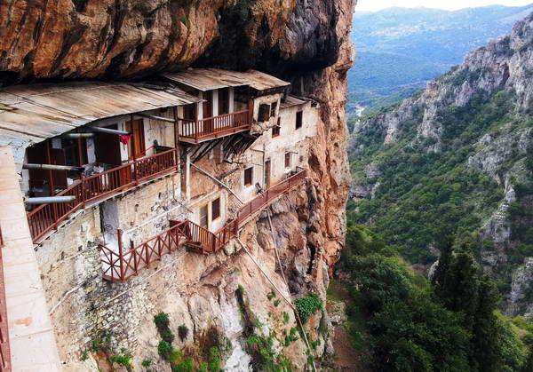 מנזר פרודרומוס על מצוקי קניון לוסיוס, מחוז ארקאדיה