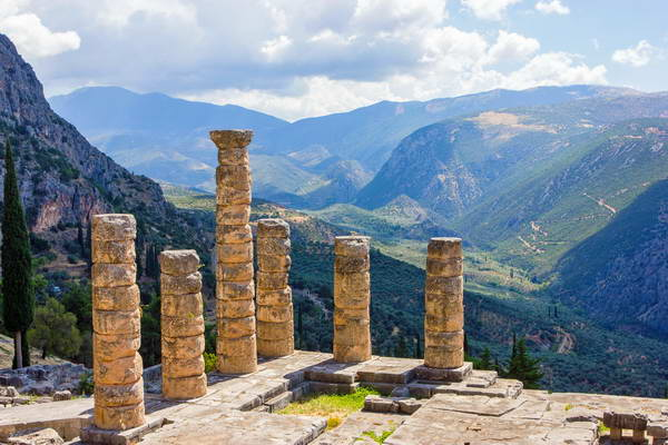 עתיקות דלפי, צפון יוון