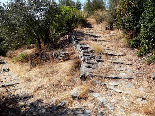 קלדרימי, דרכי חמורים עתיקות בפיליון