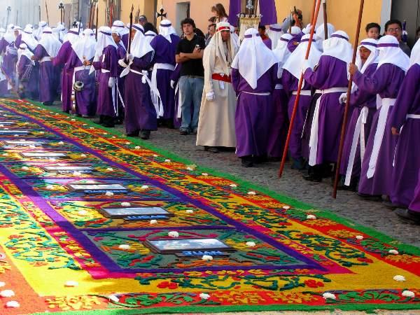 שטיחי הרחוב באנטיגואה גואטמלה במהלך השבוע הקדוש