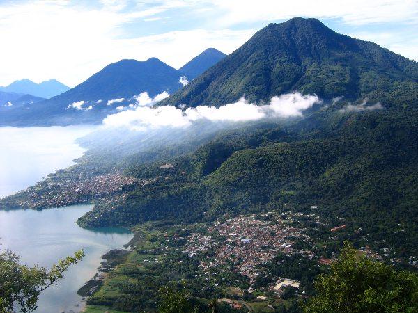 הכפרים סן פדרו וסן חואן על שפת אגם אטיטלן, גואטמלה