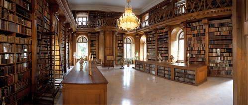 הספרייה בארמון פשטטיקס, הונגריה