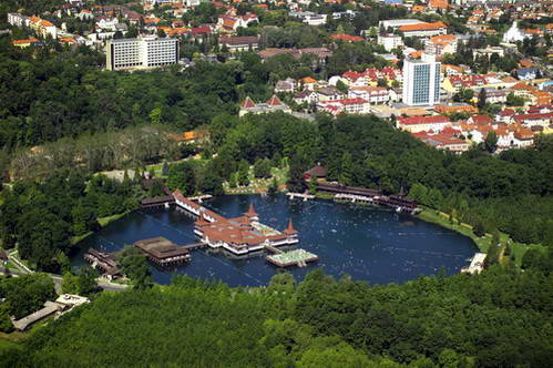 העיירה הוויז ואגם המים התרמיים הוויז, הוגנריה