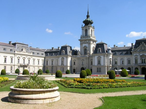 ארמון פשטטיקס בעיירה קסטהיי, הונגריה