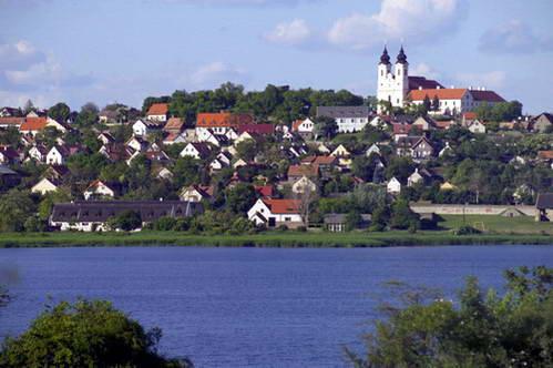 אגם בלאטון והכפר טיהני, הונגריה