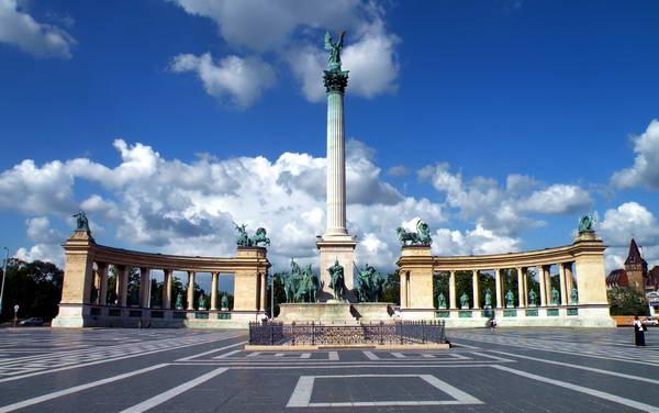 כיכר הגיבורים בבודפשט, הונגריה