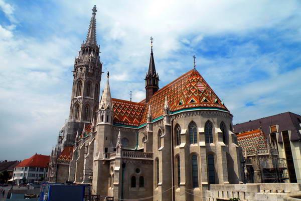 כנסיית מתיאש במרכז רובע הטירה