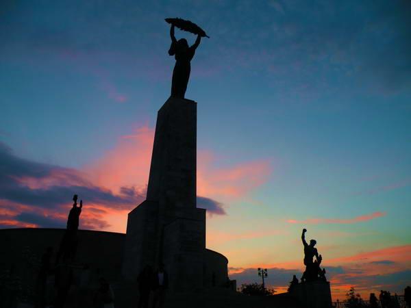 פסל רוח החירות על גבעת גלרט, בודפשט