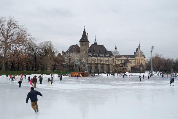 החלקרח בבודפשט