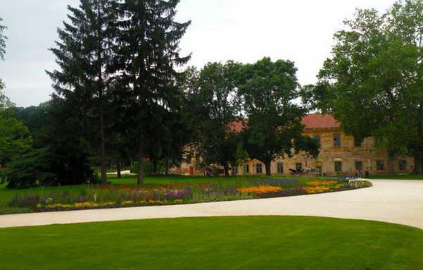 גן ארמון גרשלקוביץ', חצי שעה מבודפשט