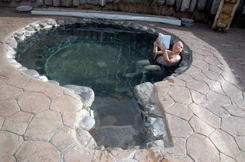 בריכת מים חמים טבעית, איסלנד