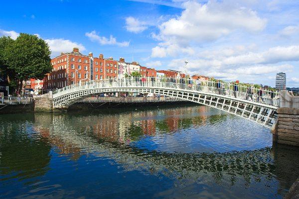 גשר חצי פני, דאבלין, אירלנד
