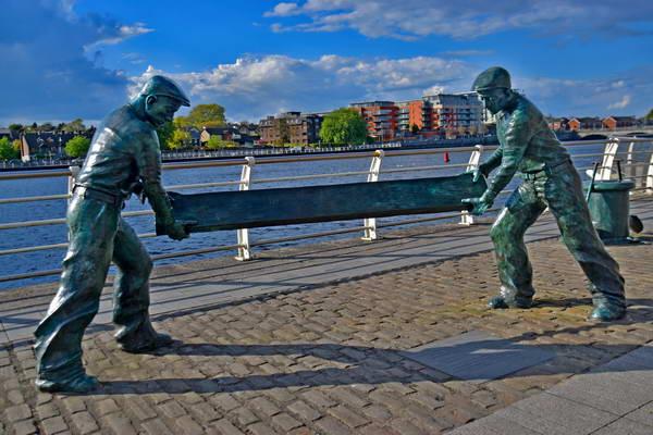 העיר לימריק על גדות נהר שאנון, אירלנד