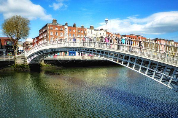 גשר חצי פני בדבלין, אירלנד