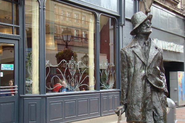 פסלו של ג'יימס ג'ויס בדבלין, אירלנד
