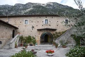 שמורת מיילה, אברוצו, מלון בכפר פצ'נטרו
