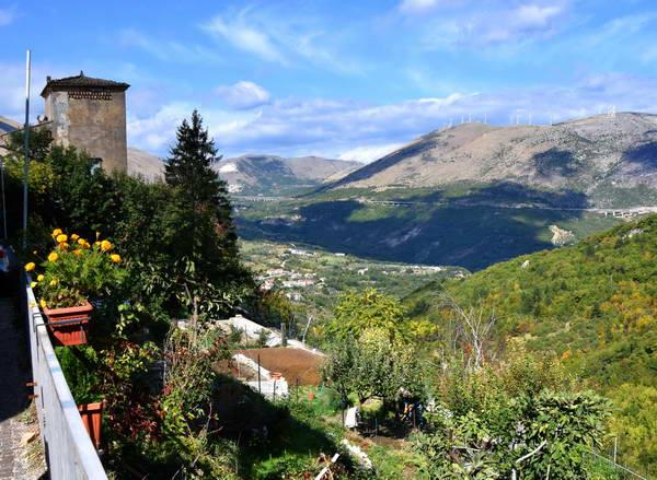 שמורת מיילה, אברוצו, הכפר קסטרוולה