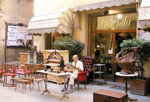כיכר ציורית במרכז קורטונה, ארצו, איטליה