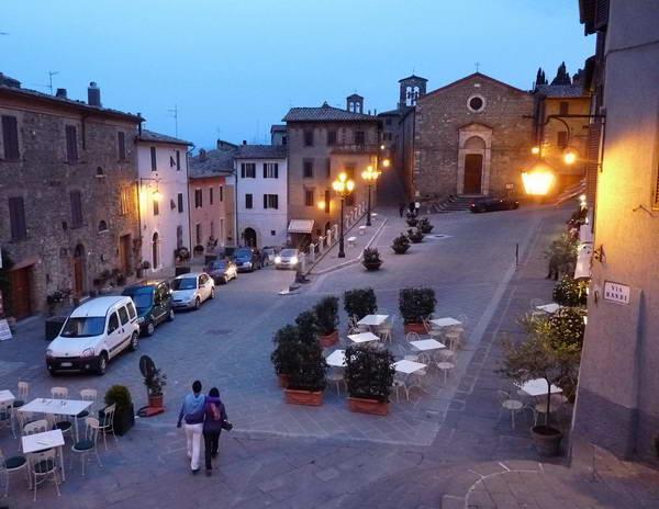 העיירה מונטלצ'ינו, טוסקנה, איטליה