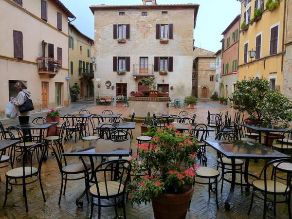 העיירה פיינצה ונופי קרטה סנזה, טוסקנה, איטליה