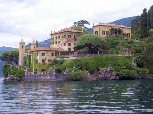 וילה לחופי אגם קומו, צפון איטליה