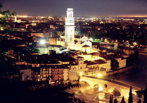 העיר ורונה לעת ערב, איטליה