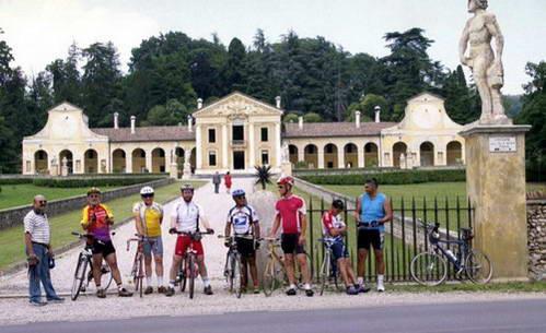 וילה בארברו, איטליה