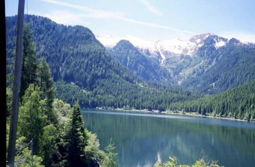 אגם גארדה במלוא יופיו ועוצמתו, איטליה