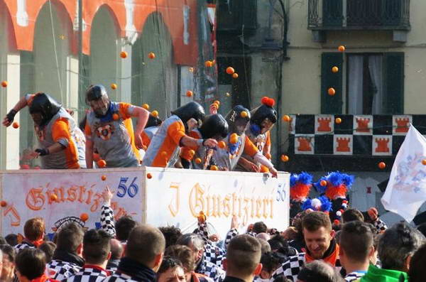 קרנבל קרבות התפוזים, איבראה, איטליה