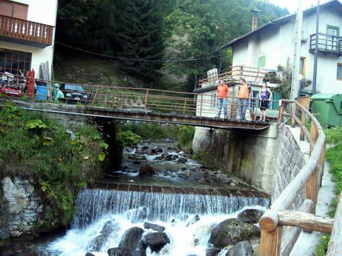 מפלים בפאתי הכפר אנדרץ, איטליה
