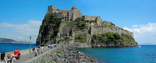 מבצר אראגון באי איסקיה, דרום איטליה