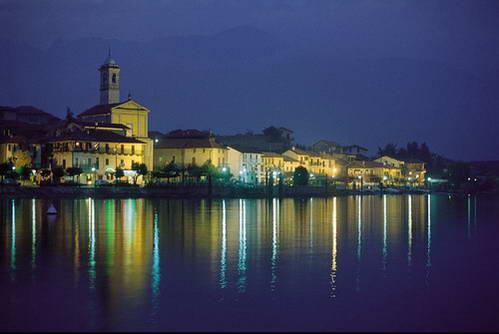 העיירה באבנו ואגם מאג'ורה, צפון איטליה