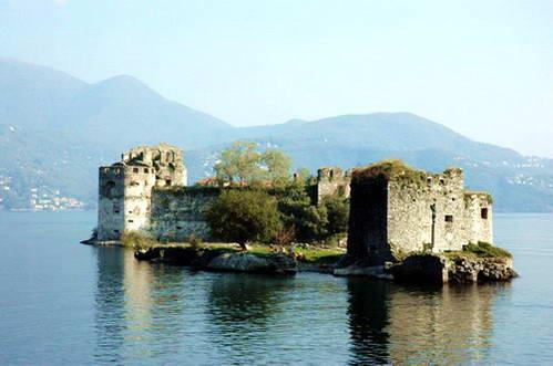 אחד האיים מול קסטלו ריביירה, צפון איטליה