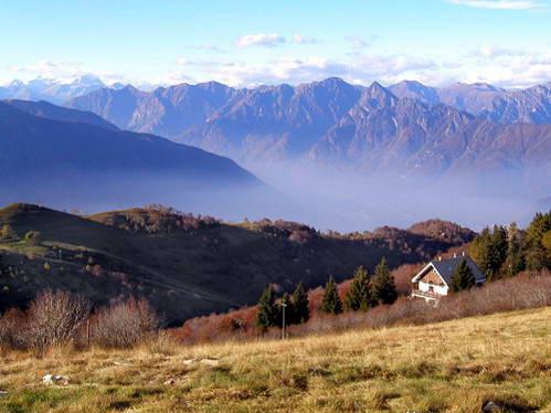 נוף מפסגת הר מוטרונה, איטליה