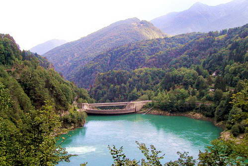 האגם המלאכותי פאלאניידרה, צפון איטליה