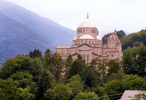 כנסיית המדונה של הדם בעמק ויג'צו, איטליה