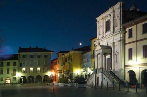 המרכז העתיק של ארונה, צפון איטליה