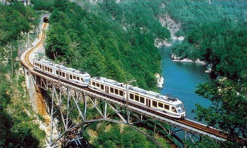 מסע ברכבת ויג'צינה, צפון איטליה