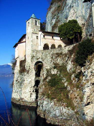 מנזר סנטה קתרינה מעל אגם מאג'ורה, איטליה