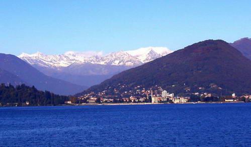העיירה לאבנו, אגם מאז'ורה, צפון איטליה