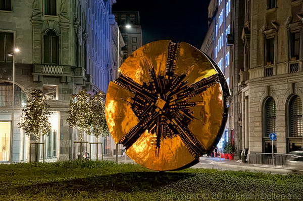 מילאנו, פסל הדיסק בפיאצה פיליפו מדה