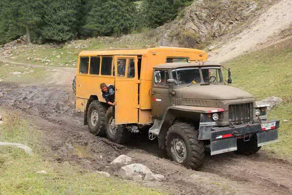 טיול ג'יפים בקירגיזסטן, משאית שטח רוסית
