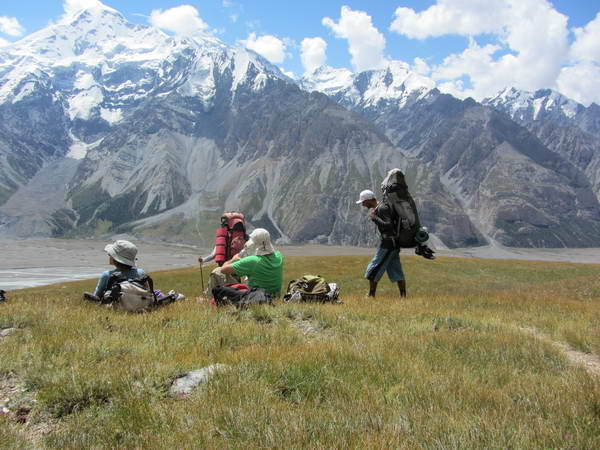 טרקים בקירגיסטן, מעבר טוז